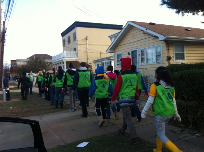 Volunteer Crew Offering to Clean Up Houses on New Dorp