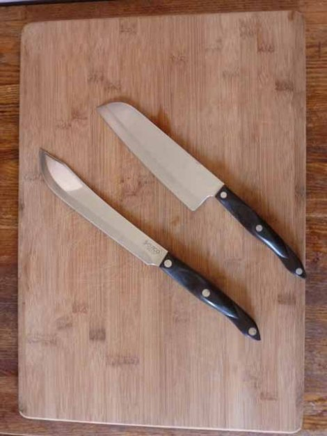 Knives & Cutting Board